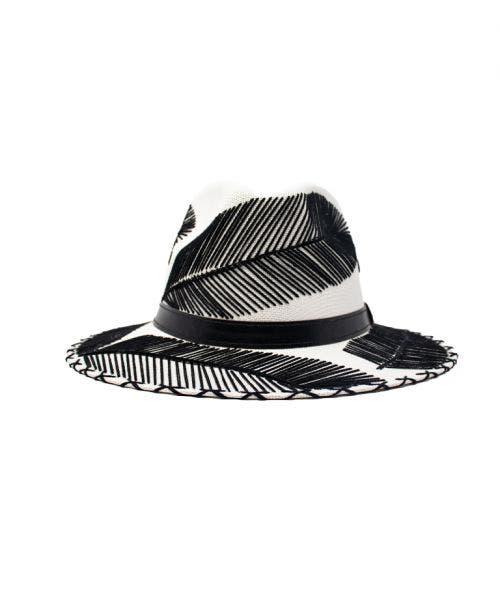 Summer Romero  Sombrero Krei - Blanco con Plumas Negras
